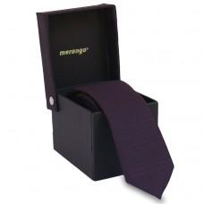 Keskeny, sötétlila nyakkendő díszdobozban