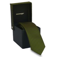 Keskeny, zöld színű nyakkendő díszdobozban